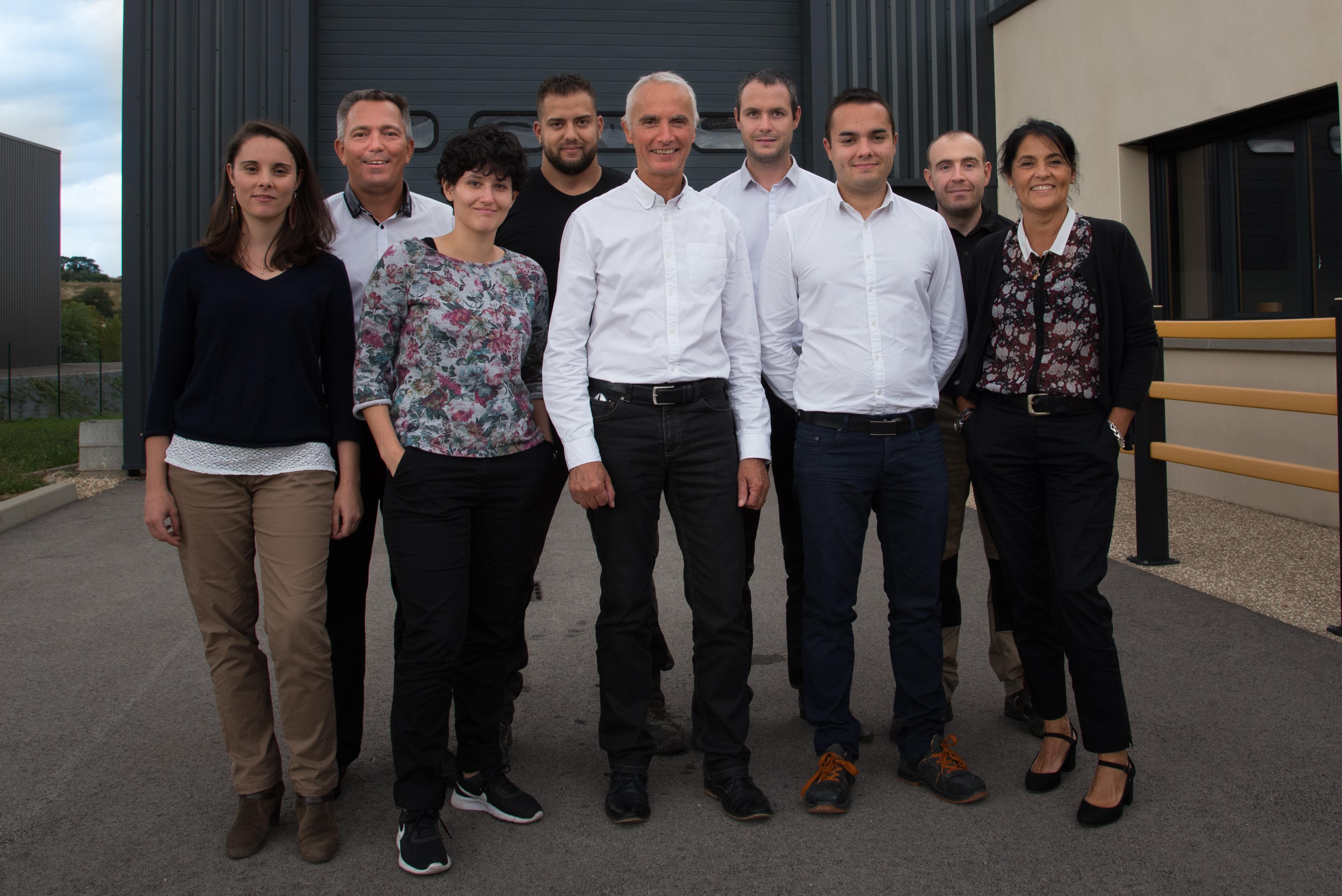 équipe accu énergie plus commerciaux, techniciens et bureau