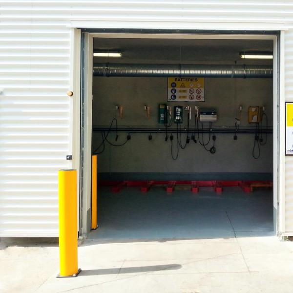 Panneau préventif batteries industrielles et bornes de protection