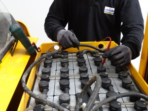 Mesure tension batterie de chariot elevateur
